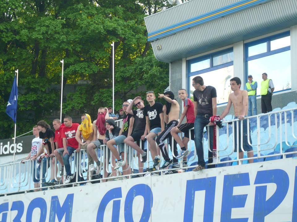 "Kryvbas Kryvyi Rih ultras frontline at the Arsenal away end, with some wearing ""88"" t-shirts (code for ""Heil Hitler"")"
