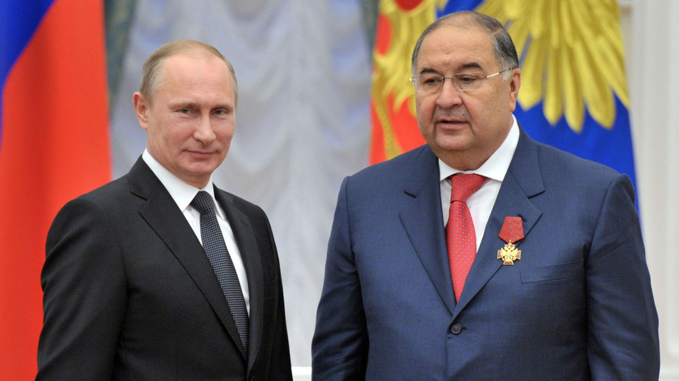 Alisher Usmanov (right) together with President Vladimir Putin