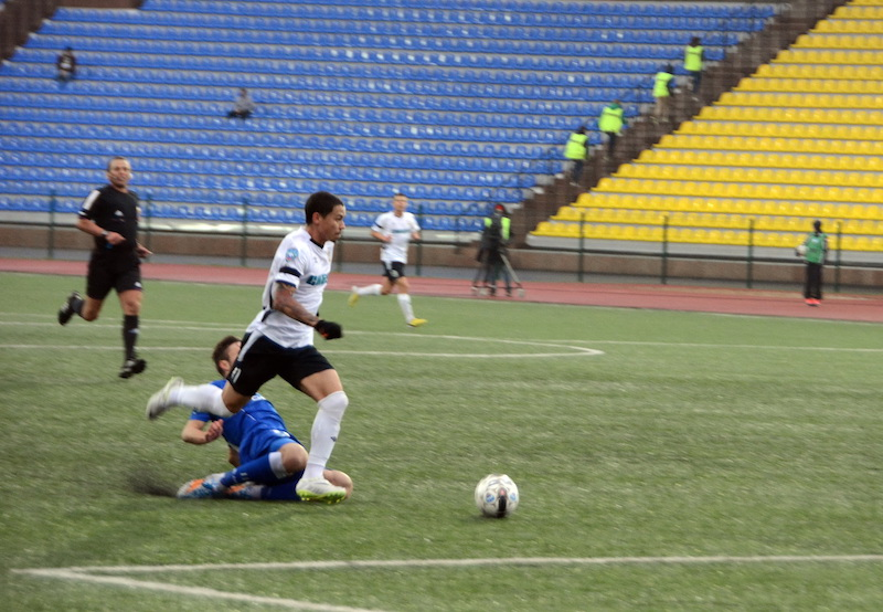 Cleyton in action for FC Tyumen - Image via Russian Football News