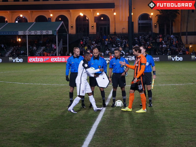 Shakhtar captain Srna and Corinthians captain Elias before the match - Image via Manuel Veth