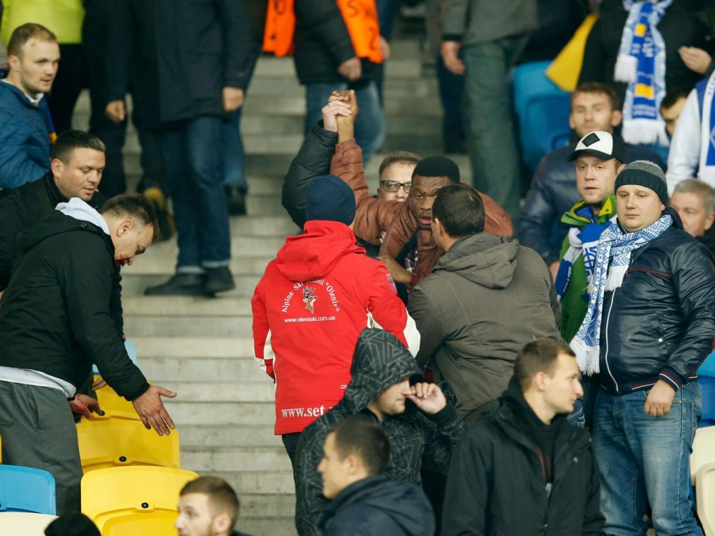 Images of the racism incident that occurred in Dynamo's home match vs Chelsea - Image via The Independent