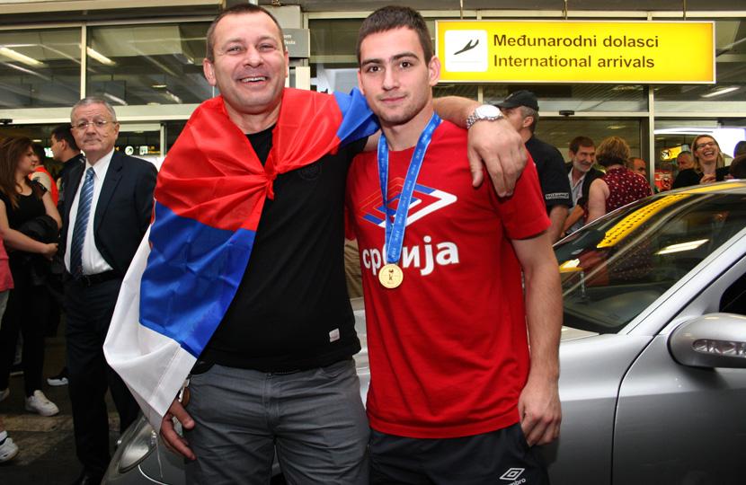 Jovica (left) and Anrdrija (right) Živković - Image via telegraf.rs