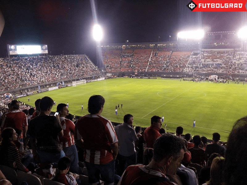 This time the floodlights were working at the Estadio Defensores del Chaco