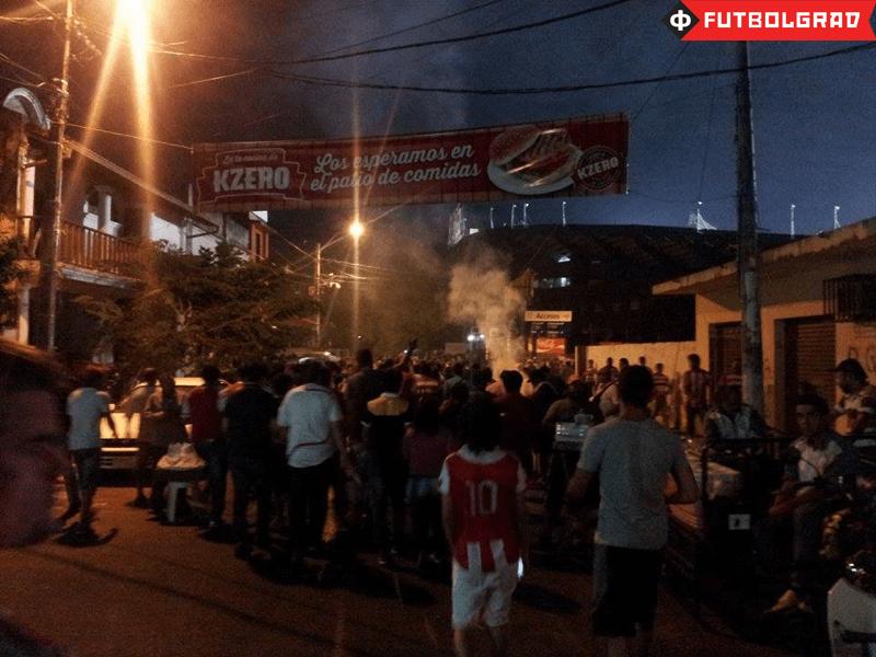 Fans heading to the Estadio Defensores del Chaco