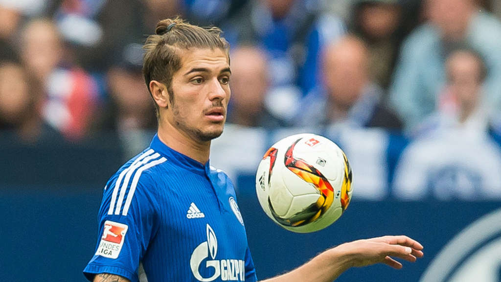 Schalke's Roman Neustädter seems to have finally cleared all bureaucratic hurdles - Image via tz.de