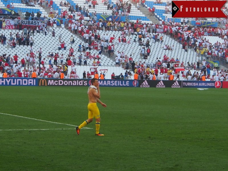 Ukrainian National Team Captain Rotan thanks the Ukrainian supporters in the Stade Vélodrome