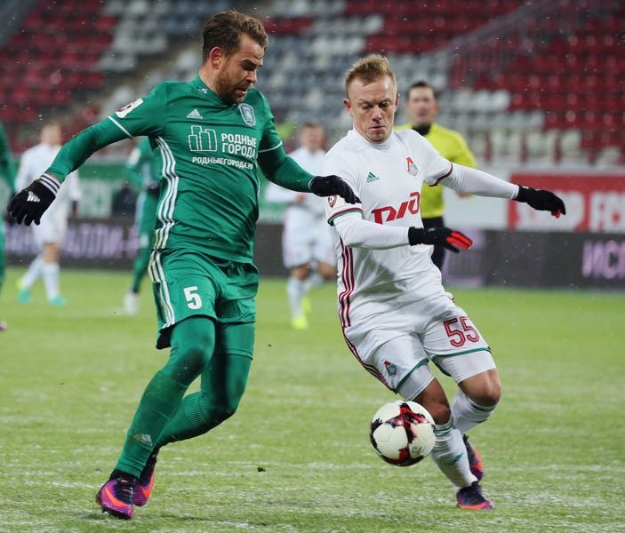 Eric Bicfalvi of FC Tom Tomsk and Renat Yanbayev of FC Lokomotiv Moscow vie for the ball during the Russian Football League match between FC Tom Tomsk and FC Lokomotiv Moscow at Lokomotiv Stadium on December 1, 2016 in Moscow, Russia. (Photo by Epsilon/Getty Images)