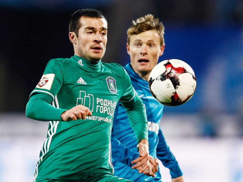 Privatization Evgeniy Chernov (R) of FC Zenit St. Petersburg and Aslan Dudiyev of FC Tom Tomsk vie for the ball during the Russian Football League match between FC Zenit St. Petersburg and FC Tom Tomsk at Petrovsky stadium on October 30, 2016 in St. Peterburg, Russia. (Photo by Epsilon/Getty Images)