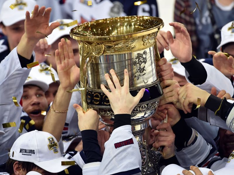 Metallurg Magnitogorsk team members celebrate as they hold the trophy of the Kontinental Hockey League (KHL) after winning the final match against CSKA team during the seventh game of the KHL at the CSKA Ice Palace in Moscow on April 19, 2016. / AFP / ALEXANDER NEMENOV (Photo credit should read ALEXANDER NEMENOV/AFP/Getty Images)