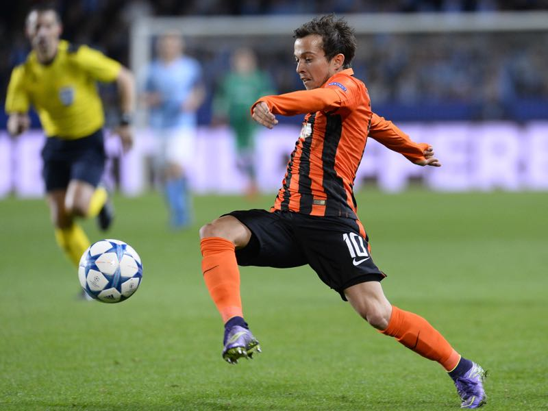 Shakhtar Donetsk's Brazilian midfielder Bernard controls the ball during the UEFA Champions League Group A, first-leg football match between Malmo FF and FC Shakhtar Donetsk in Malmo, Sweden on October 21, 2015. AFP PHOTO / JONATHAN NACKSTRAND (Photo credit should read JONATHAN NACKSTRAND/AFP/Getty Images)
