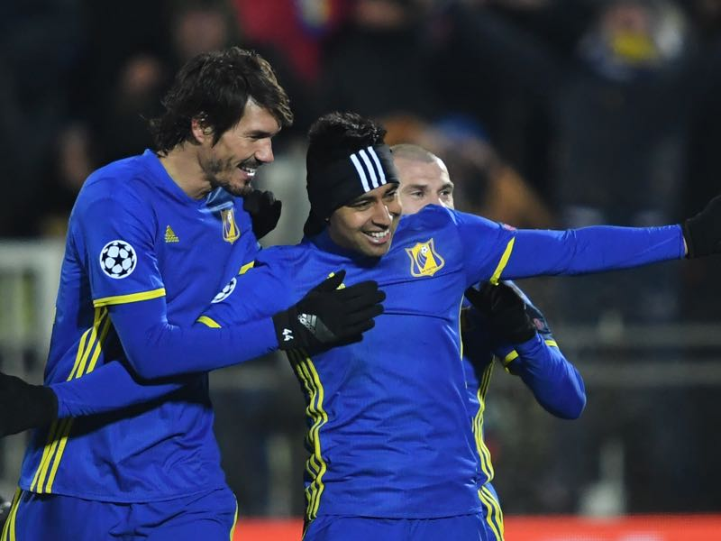 Christian Noboa (r) recently made the switch from Rostov to Zenit. (KIRILL KUDRYAVTSEV/AFP/Getty Images)