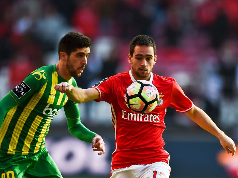 Benfica's Serbian forward Andrija Zivkovic (R) vies with Tondela's defender Ruca Chaves (L) during the Portuguese league football match SL Benfica vs CD Tondela at the Luz stadium in Lisbon on January 22, 2017. / AFP / PATRICIA DE MELO MOREIRA (Photo credit should read PATRICIA DE MELO MOREIRA/AFP/Getty Images)