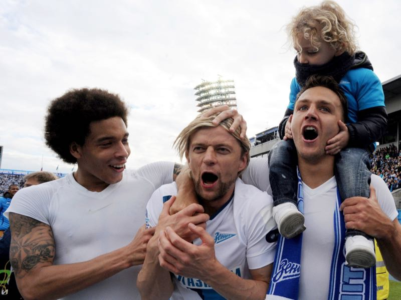 Zenit's Belgian midfielder Axel Witsel (L), Zenit's Ukrainian midfielder Anatoliy Tymoshchuk (C) and Zenit's Italian defender Domenico Criscito celebrate the FC Zenit's first place in national championship prior football match between FC Zenit and FC UFA in St. Petersburg on May 17, 2015. Zenit St. Petersburg won the Russian Premier League title for the fourth time, securing the championship by drawing 1-1 with FC UFA. AFP PHOTO / OLGA MALTSEVA (Photo credit should read OLGA MALTSEVA/AFP/Getty Images)