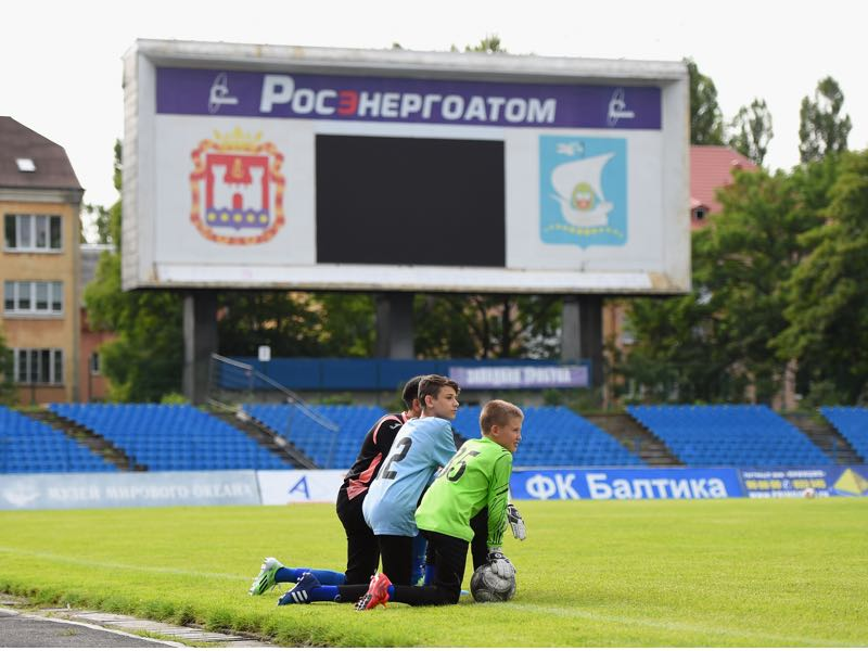 Children look on during a training session at FC Baltika Kaliningrad Stadium during a media tour of Russia 2018 FIFA World Cup venues on July 18, 2015 in Kaliningrad, Russia. (Photo by Laurence Griffiths/Getty Images)