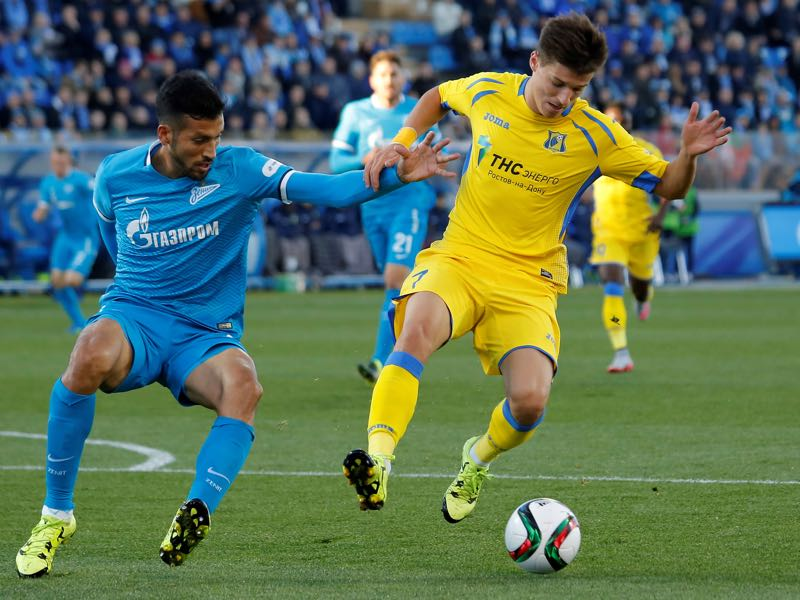 Dmitry Poloz (R) of FC Rostov and Ezequiel Garay of FC Zenit St. Petersburg vie for the ball during the Russian Football Premier League match between FC Zenit St. Petersburg and FC Rostov at the Petrovsky stadium on October 3, 2015 in St. Petersburg, Russia. (Photo by Epsilon/Getty Images)