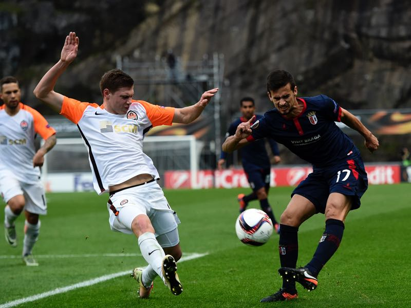 Maksym Malyshev (l.) will have to step up with Fred not available for Shakhtar Donetsk (FRANCISCO LEONG/AFP/Getty Images)