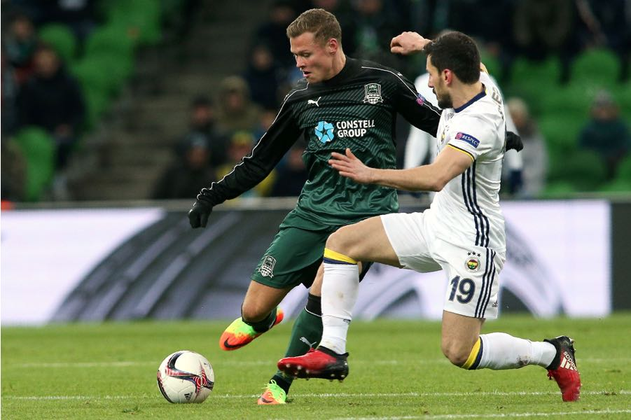Krasnodar's Swedish midfielder Viktor Claesson (L) vies for a ball with Fenerbahce's Turkish defender Sener Ozbayrakli (R) during their UEFA Europa League round of 32 first leg football match between Krasnodar and Fenerbahce. (STR/AFP/Getty Images)