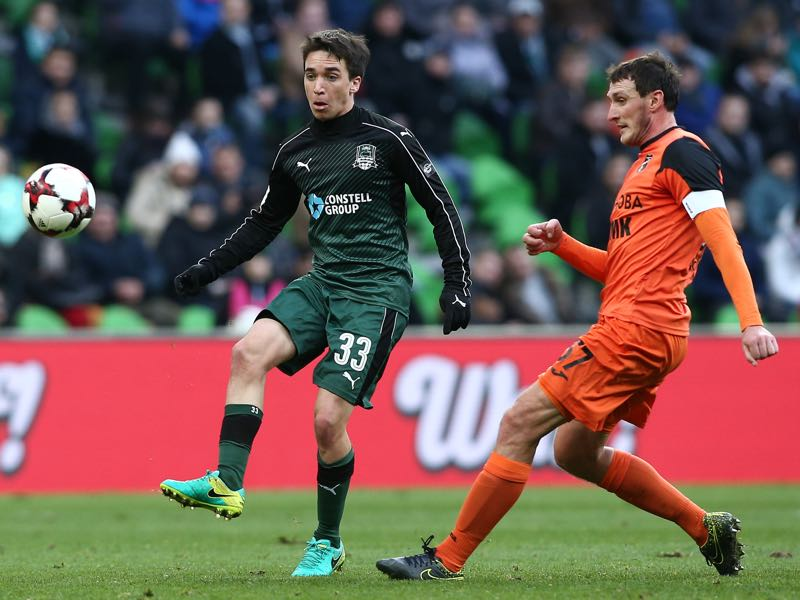Mauricio Pereyra (L) of FC Krasnodar is challenged by Artyom Fidler of FC Ural Ekaterinburg during the Russian Premier League match between FC Krasnodar v FC Ural Ekaterinburg at Krasnodar Stadium on November 20, 2016 in Krasnodar, Russia. (Photo by Epsilon/Getty Images)