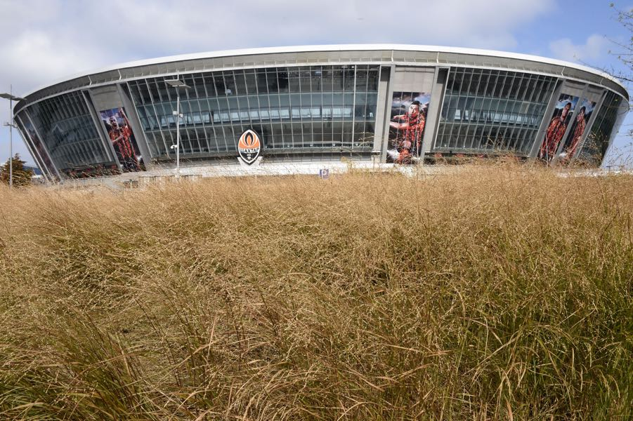 Shakhtar Donetsk have no hope to return to the Donbass Arena any time soon. (PHILIPPE DESMAZES/AFP/Getty Images)