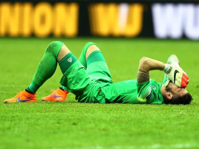 Denys Boyko falls to the ground after a narrow Europa League defeat against Sevilla. It was the starting point of the club's long decline. (Photo by Martin Rose/Getty Images)