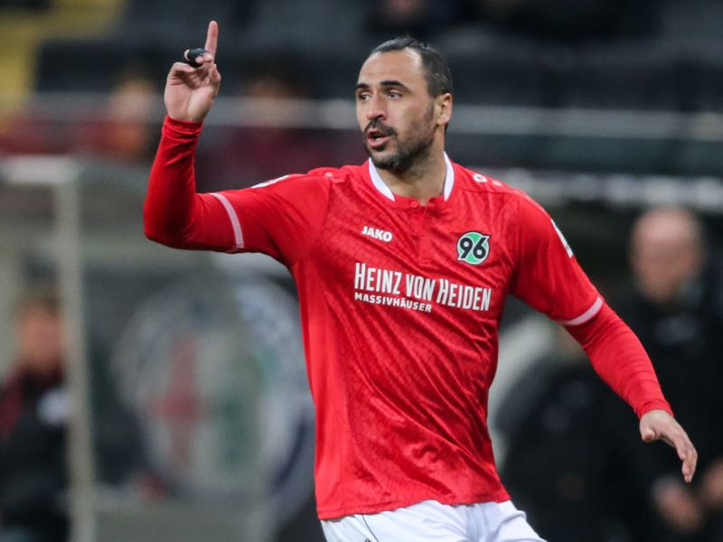 Hugo Almeida (here playing for Hannover 96) is going to be AEK Athens key player. (Photo by Simon Hofmann/Bongarts/Getty Images)