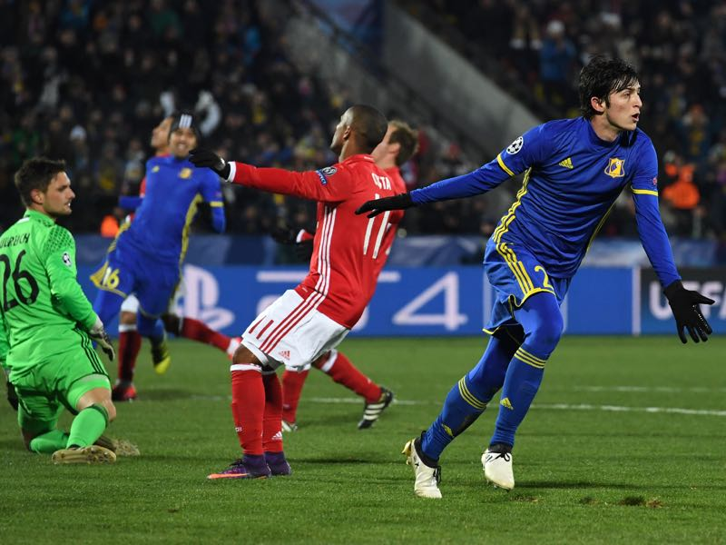 Sardar Azmoun celebrates his goal against Bayern München. (KIRILL KUDRYAVTSEV/AFP/Getty Images)