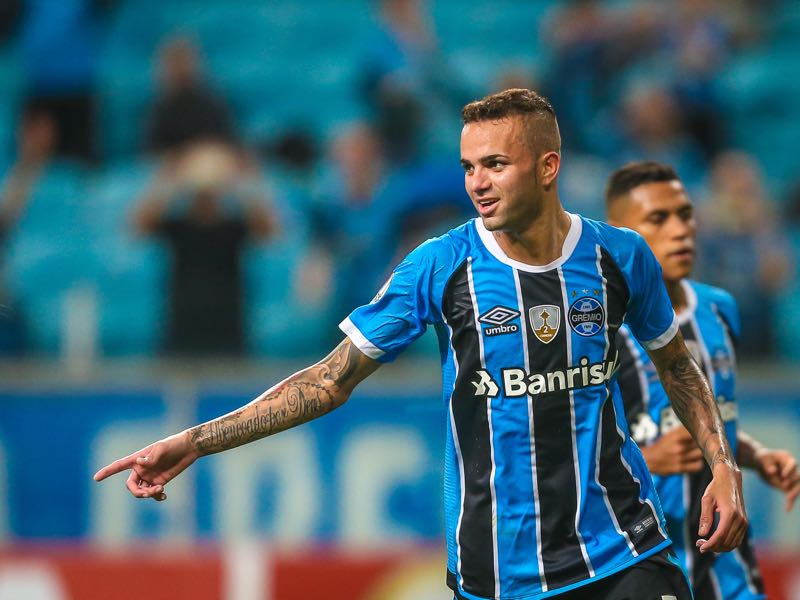 Grêmio's Luan is expected to join Spartak in the near future. (JEFFERSON BERNARDES/AFP/Getty Images)