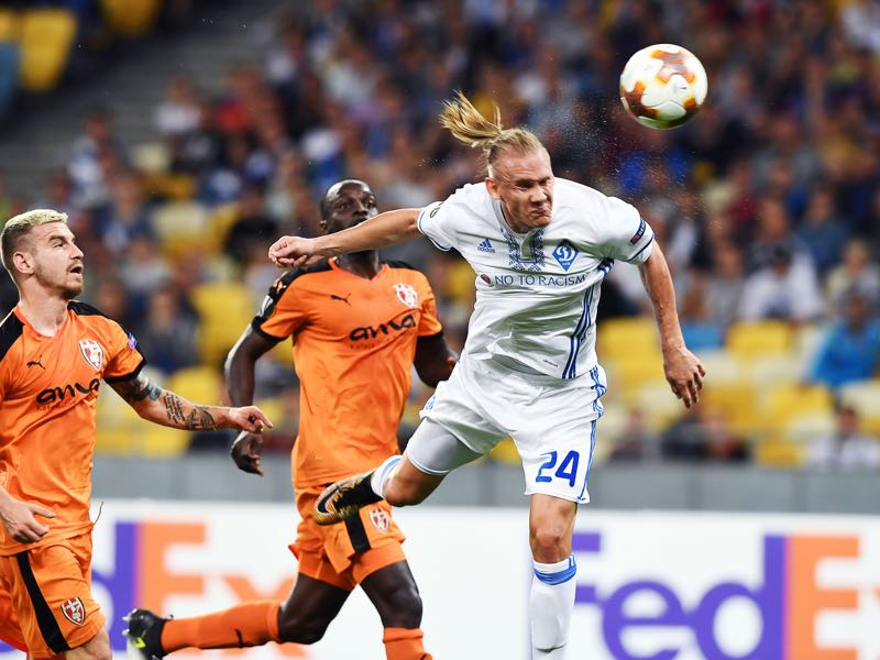 Domagoj Vida will be the key player in Dynamo Kyiv's defence. (SERGEI SUPINSKY/AFP/Getty Images)