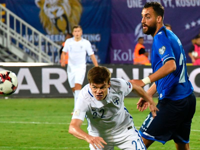 Atdhe Nuhiu (r.) will be Kosovo's key player. (GENT SHKULLAKU/AFP/Getty Images)