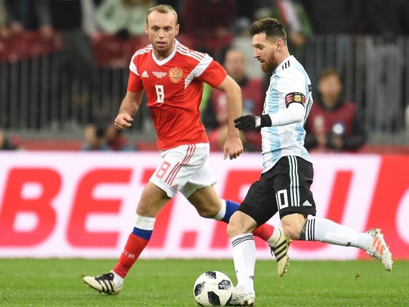 Russia v Argentina International Friendly - Denis Glushakov of Russia competes for the ball with Lionel Messi of Argentina during an international friendly match between Russia and Argentina at Luzhniki Stadium on November 11, 2017 in Moscow, Russia. (Photo by Epsilon/Getty Images)