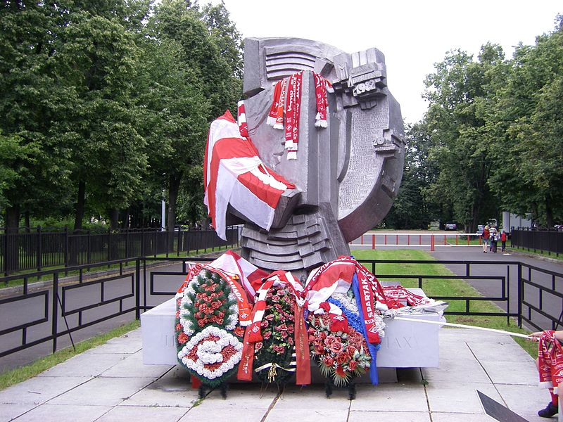 The Luzhniki Disaster Memorial located on the grounds of the stadium. (Chivista CC-BY-SA-3.0)