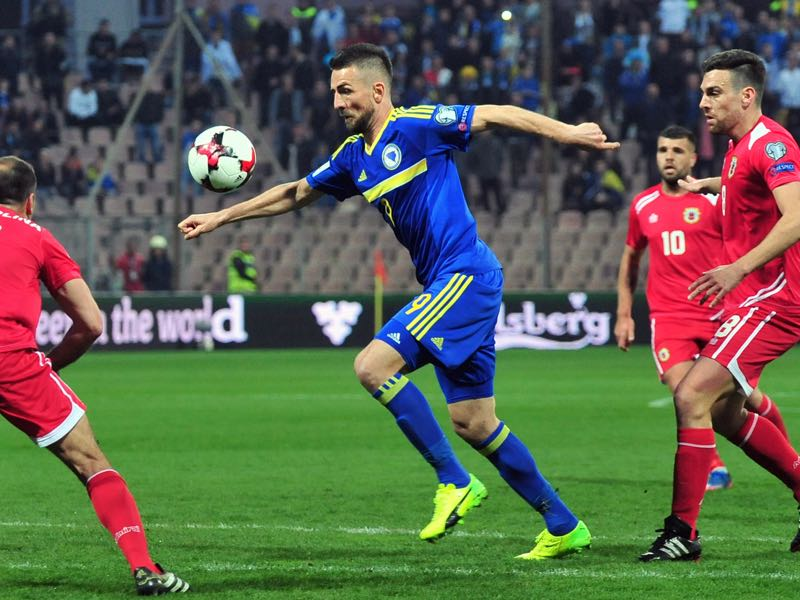Vedad Ibišević will be difficult to replace for Bosnia. (ELVIS BARUKCIC/AFP/Getty Images)