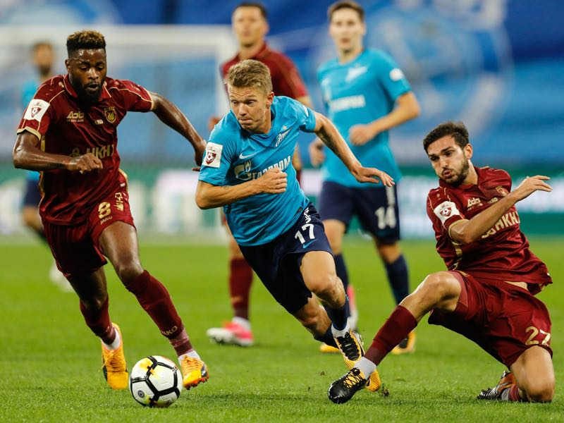 Oleg Shatov (c.) has returned to Zenit after spending half a season on loan at Krasnodar (Photo by Epsilon/Getty Images)