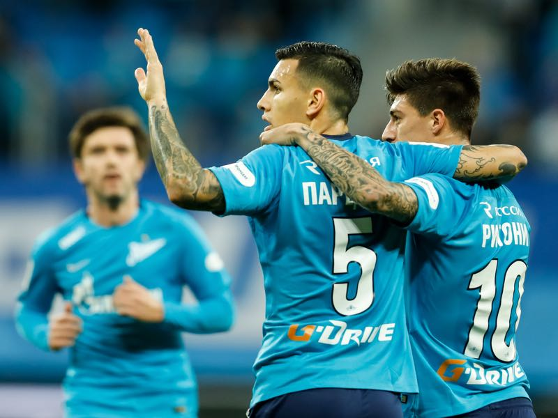 Leandro Paredes (c.) was the key player in Zenit's 3-0 victory over Celtic. (Photo by Epsilon/Getty Images)