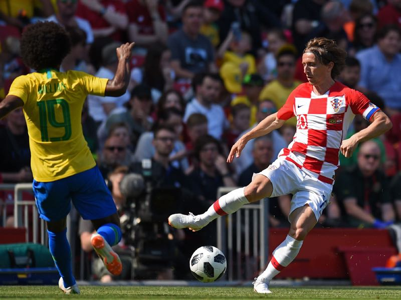 Analysis shows Luka Modrić (r.) could be freed up by playing further up (OLI SCARFF/AFP/Getty Images)