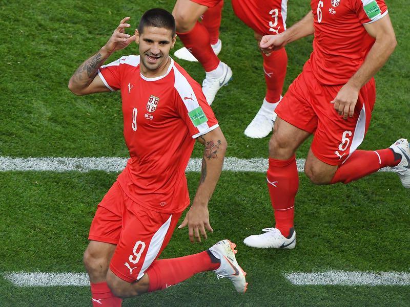 Aleksandar Mitrović celebrates his goal against Switzerland (Photo by Patrick HERTZOG / AFP)