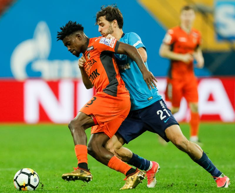 leksandr Erokhin (R) of FC Zenit Saint Petersburg and Petrus Boumal of FC Ural Ekaterinburg vie for the ball during the Russian Football League match between FC Zenit St. Petersburg and FC Ural Ekaterinburg on December 2, 2017 at Saint Petersburg Stadium in Saint Petersburg, Russia. (Photo by Epsilon/Getty Images)