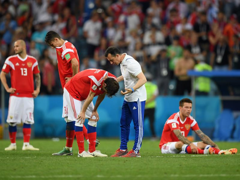 Players of the Sbornaya look dejected after going out against Croatia (Photo by Shaun Botterill/Getty Images)