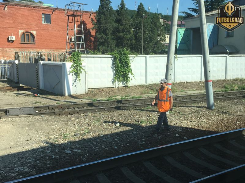 A worker inspecting the train on a stop along the Black Sea coast (Manuel Veth/Futbolgrad Network)