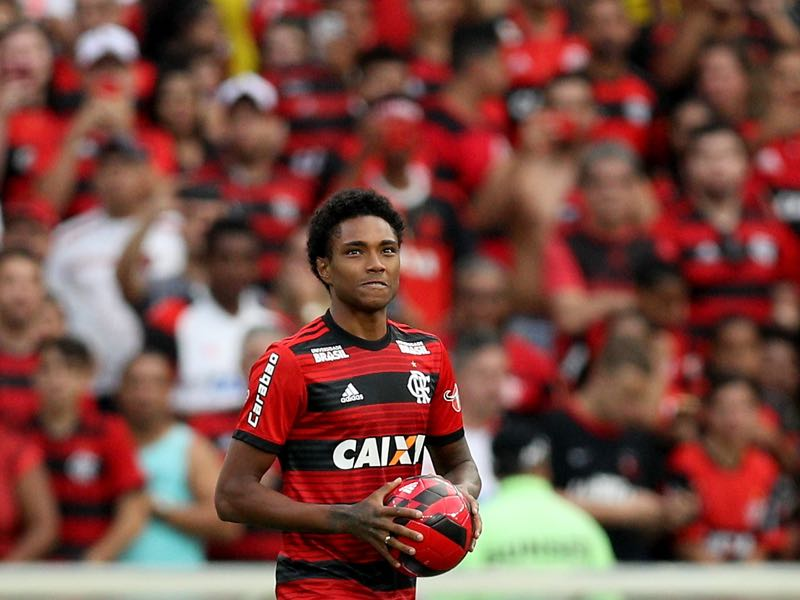 Vitinho of Flamengo presents for fans during a match between Flamengo and Sport Recife as part of Brasileirao Series A 2018 at Maracana Stadium on July 29, 2018 in Rio de Janeiro, Brazil. (Photo by Buda Mendes/Getty Images)