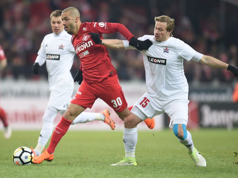 Sofiane Hanni (L) FC Spartak Moscow vies for the ball with Yevgeni Balyaikin of FC SKA Khabarovsk during the Russian Premier League match between FC Spartak Moscow and FC SKA Khabarovsk at Otkrytie Arena stadium on March 11, 2018 in Moscow, Russia. (Photo by Epsilon/Getty Images)