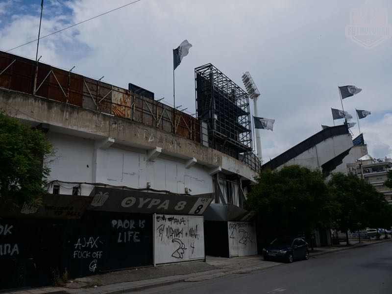 The outside of the Toumba is showing significant signs of age. At the bottom the entrance to Gate 8 another famous ultra group (Manuel Veth/Futbolgrad)