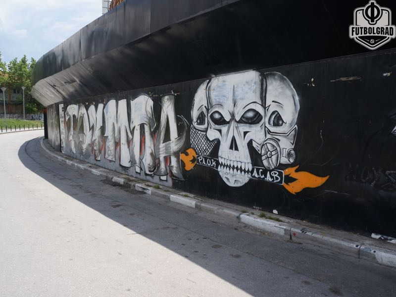 The skull is the predominant graffiti found on the outside of the Toumba (Manuel Veth/Futbolgrad Network)