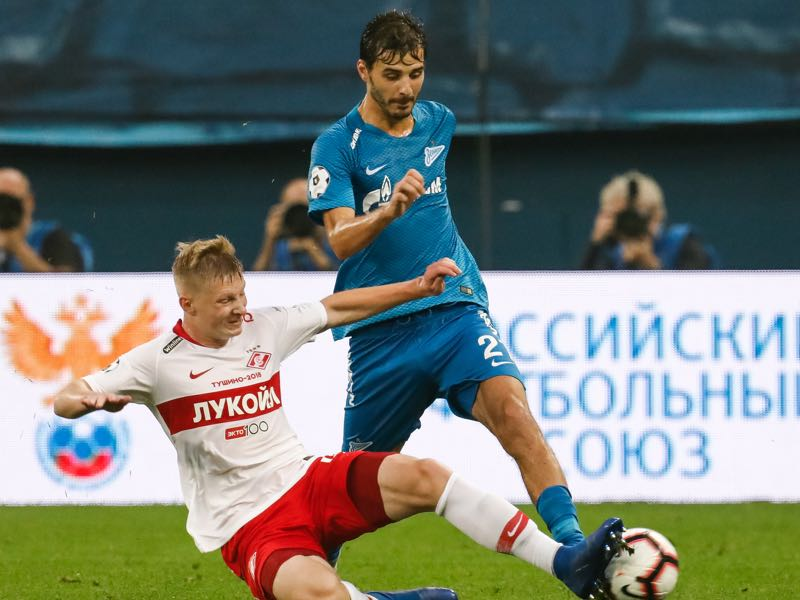 Aleksandr Erokhin (R) of FC Zenit Saint Petersburg and Nikolay Rasskazov of FC Spartak Moscow vie for the ball during the Russian Premier League match between FC Zenit Saint Petersburg and FC Spartak Moscow on September 2, 2018 in Saint Petersburg, Russia. (Photo by Epsilon/Getty Images)