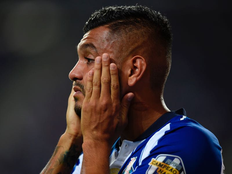 Porto's Mexican forward Jesus Corona gestures after Vitoria Guimaraes' second goal during the Portuguese league football match between FC Porto and Vitoria Guimaraes SC at the Dragao stadium in Porto on August 25, 2018. (Photo by MIGUEL RIOPA / AFP)