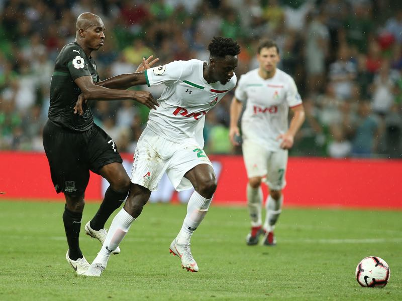 Charles Kabore (L) of FC Krasnodar vies for the ball with Eder of FC Lokomotiv Moscow during the Russian Premier League match between FC Krasnodar v FC Lokomotiv Moscow at Krasnodar Stadium on September 01, 2018 in Krasnodar, Russia. (Photo by Epsilon/Getty Images)