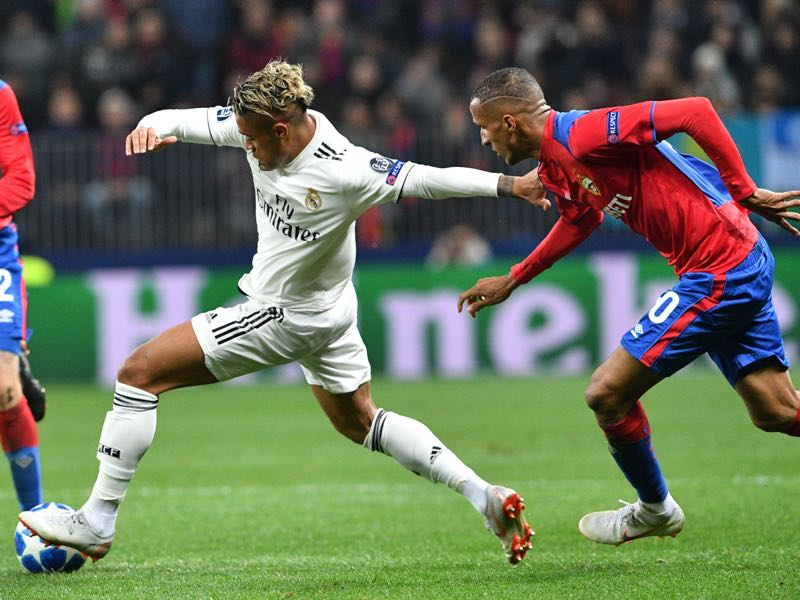 CSKA Moscow v Real Madrid - Brazilian defender Rodrigo (R) and Real Madrid's Spanish-Dominican forward Mariano vie for the ball during the UEFA Champions League group G football match between PFC CSKA Moscow and Real Madrid CF at the Luzhniki stadium in Moscow on October 2, 2018. (Photo by Mladen ANTONOV / AFP)