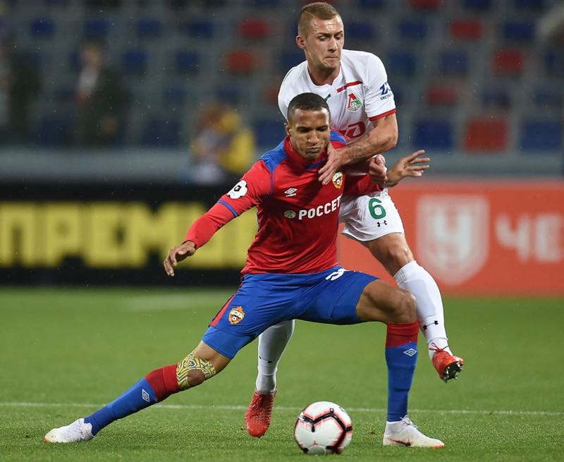 Rodrigo Becão (L) of PFC CSKA Moscow is challenged by Dmitri Barinov of FC Lokomotiv Moscow during the Russian Premier League match between PFC CSKA Moscow and FC Lokomotiv Moscow at the VEB Arena Stadium on October 07, 2018 in Moscow, Russia. (Photo by Epsilon/Getty Images)