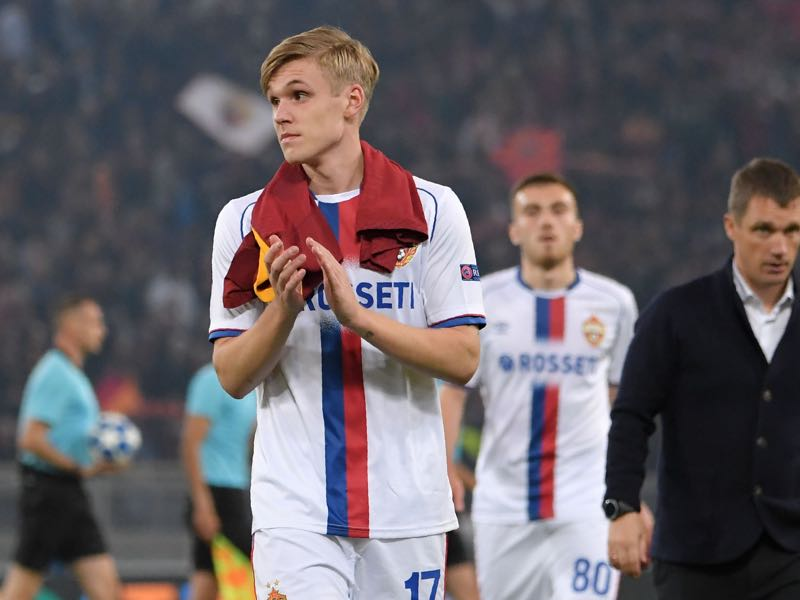CSKA Moscow's Icelandic midfielder Arnor Sigurdsson (L) and CSKA Moscow's Belarus coach Viktor Goncharenko (r) leave the pitch at the end of the UEFA Champions League group G stage football match AS Roma vs CSKA Moscow on October 23, 2018 at the Olympic stadium in Rome. (Photo by Tiziana FABI / AFP)