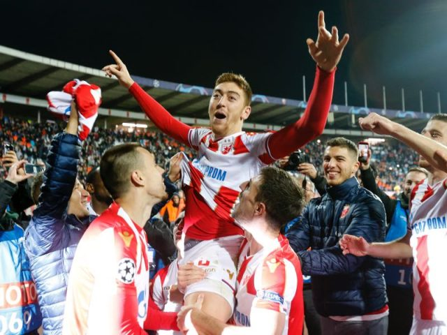 Milan Pavkov (C) of Crvena Zvezda celebrates victory with team mates after the Group C match of the UEFA Champions League between Red Star Belgrade and Liverpool at Rajko Mitic Stadium on November 06, 2018 in Belgrade, Serbia. (Photo by Srdjan Stevanovic/Getty Images)